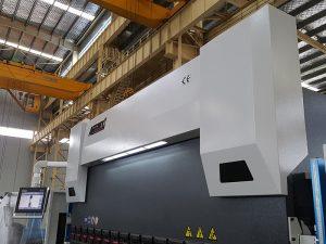Presse plieuse de 150 tonnes