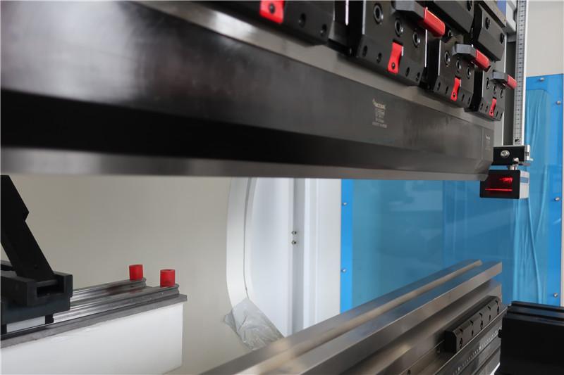 Protection des doigts par laser d'Italie